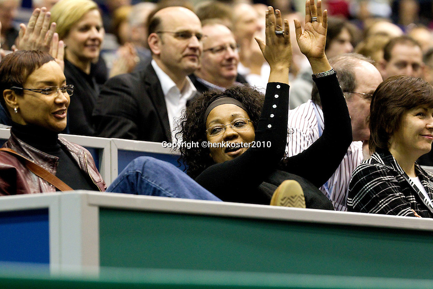 12-2-10, Rotterdam, Tennis, ABNAMROWTT,Centrecourt, people cheering