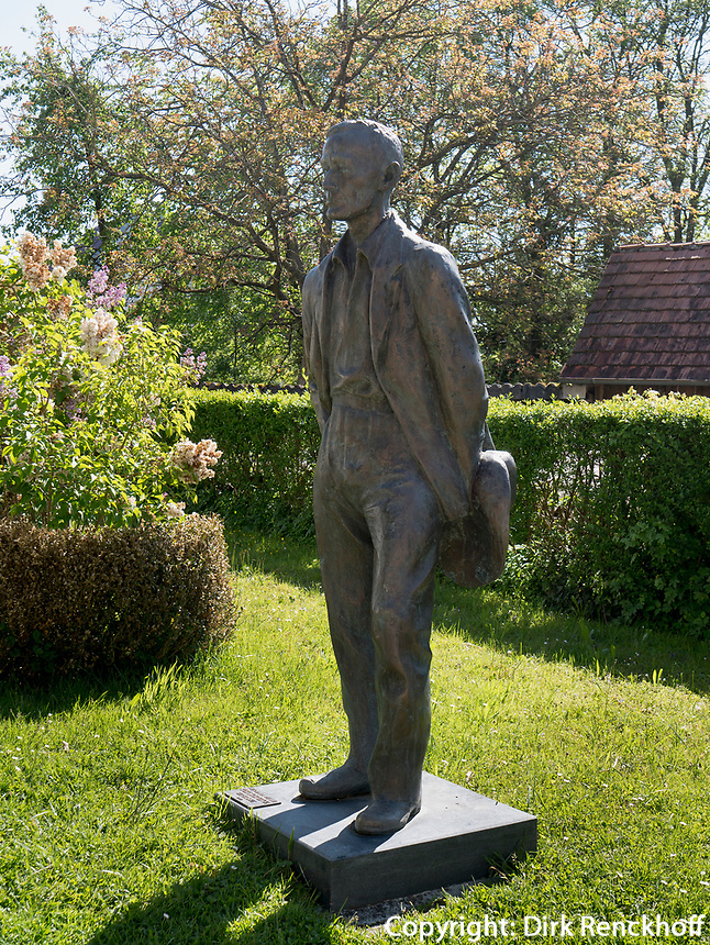 Hermann-Hesse Denkmal in Gaienhofen am Bodensee, Baden-W&uuml;rttemberg, Deutschland, Europa<br /> Monument of Hermann Hesse  in Gaienhofen at lake Constance, Baden-W&uuml;rttemberg, Germany, Europe
