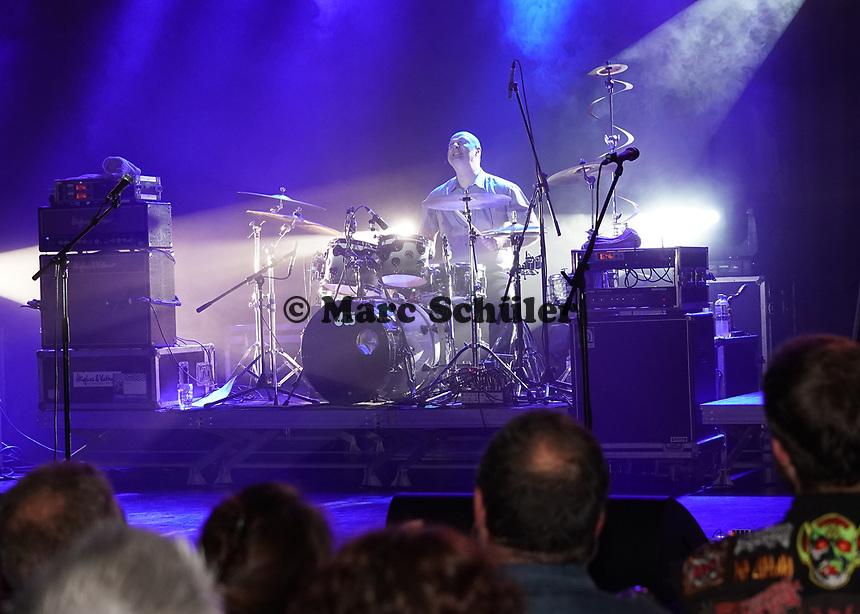 Spider Murphy Gang tritt in der ausverkauften Hegelsberghalle auf, Drummer Andreas Keller bei seinem berühmten Schlagzeugsolo - Griesheim 02.11.2019: Konzert der Spider Murphy Gang