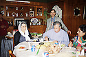 Irak 2000.Déjeuner de Jalal Talabani dans une famille de Souleimania.Iraq 2000.Jalal Talabani having lunch in a private house