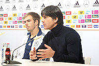 Philipp Lahm, Bundestrainer Joachim Löw (D) - WM Qualifikation 9. Spieltag Deutschland vs. Irland in Köln