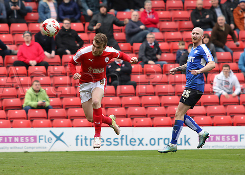 09.04.2016. Oakwell, Barnsley, England. Skybet League One. Barnsley versus Chesterfield. Barnsley's Sam Winnall gets his header towards goal