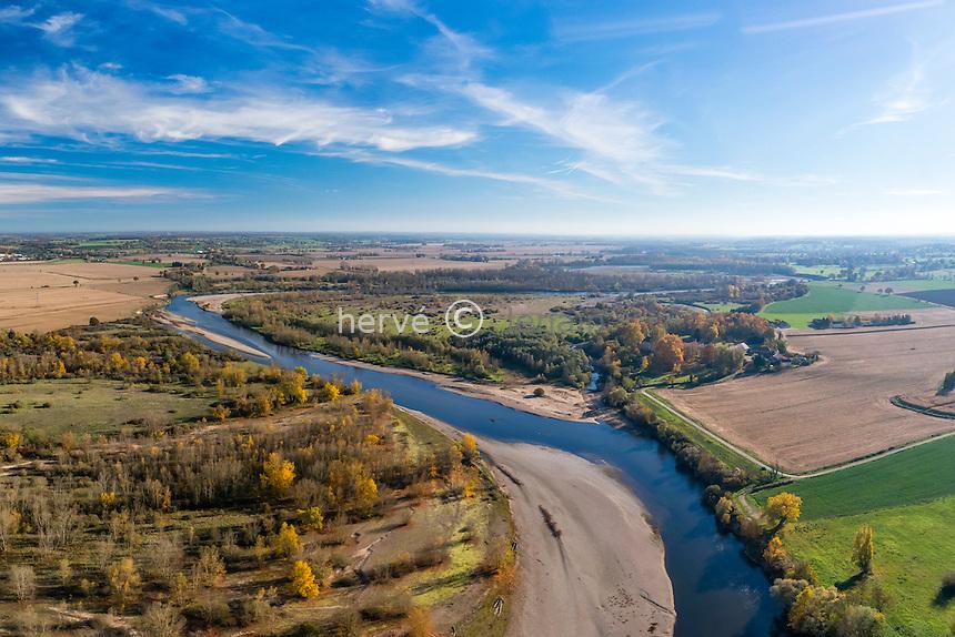 France, Allier (03), Bressoles, Réserve Naturelle du Val d'Allier, l'Allier en automne (vue aérienne) // France, Allier, Bressoles, Natural Reserve of Val d'Allier (aerial view)