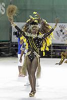 SANTOS, SP, 30.01.2016 - CARNAVAL-SANTOS - Integrantes da escola de samba Dragões do Castelo, durante desfile do Carnaval de Santos 2016 na Passarela do Samba Dráusio da Cruz, na zona noroeste em Santos/SP, na noite deste sábado, 30. (Foto: Flavio Hopp / Brazil Photo Press)