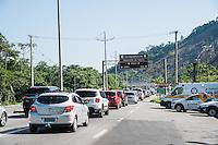 CARAGUATATUBA, SP, 26.12.2016 - FERIADO-SP - Movimentação intensa de veículos na rodovia dos Tamoios em Caraguatatuba no Litoral norte do Estado de São Paulo, nesta segunda-feira, 26. (Foto: Rogério Gomes/Brazil Photo Press)