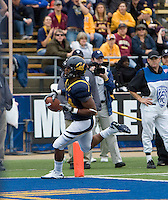 Shane Vereen of California scores a touchdown during the game against ASU at Memorial Stadium in Berkeley, California on October 23rd, 2010.  California defeated Arizona State, 50-17.