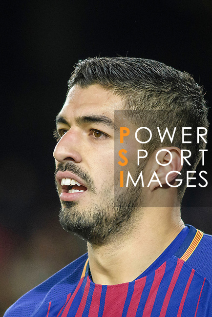 Luis Suarez of FC Barcelona talks to teammates during the La Liga 2017-18 match between FC Barcelona and Deportivo La Coruna at Camp Nou Stadium on 17 December 2017 in Barcelona, Spain. Photo by Vicens Gimenez / Power Sport Images