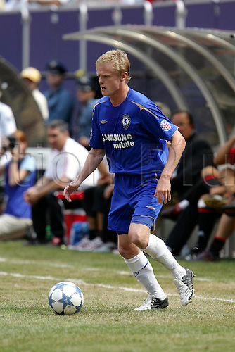 31 July 2005: Chelsea midfielder Damien Duff with the ball during the pre-season friendly match between Chelsea and AC Milan at Giants Stadium, East Rutherford, New Jersey. The game ended 1-1. Photo: Andy Mead/Actionplus..050731 football soccer player male man mens