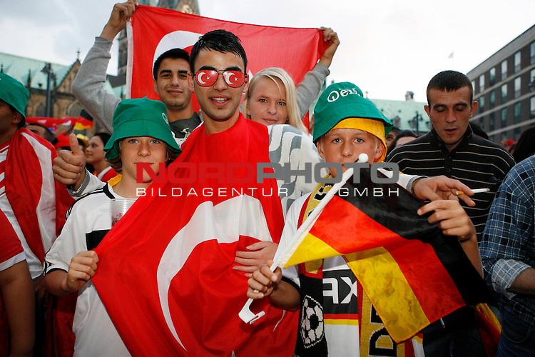 UEFA Euro 2008 1/2 Finale Fanmeile Bremen Match 29 <br /> Halffinal - Halbfinale<br /> Deutschland (GER) - TŁrkei (TUR) 3:2 (1:1)<br /> Germany vs. Turkey<br /> <br /> Fanmeile und Public Viewing in Bremen.<br /> Deutsche und TŁrkische Fans feiern zusammen in der Halbzeit das Spiel.<br /> <br /> Foto &copy; nph (  nordphoto  ) *** Local Caption ***