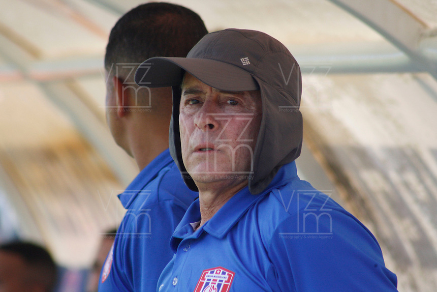 SANTA MARTA – COLOMBIA, 20-07-2019:Pedro Sarmiento,director técnico del Unión Magdalena ante el Atlético Huila. Unión Magdalena y Atlético Huila en partido por la fecha 2,  de la Liga Águila II 2019 jugado en el estadio Sierra Nevada de la ciudad de Santa Marta. / Pedro Sarmiento coach of Union Magdalena agaisnt of Atletico Huila .Union Magdalena and Atletico Huila in match for the date 2  as part Aguila League II 2019 played at Sierra Nevada stadium in Santa Marta city. Photos: VizzorImage / Gustavo Pacheco / Contruidor