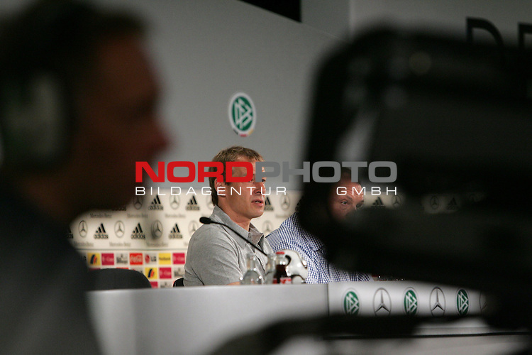 FIFA WM 2006 - Press Conference - Germany<br /> Coach J&cedil;rgen Klinsmann during a DFB-Press Conference at the ICC in Berlin. Front: cameraman with camera.<br /> Foto &copy; nordphoto