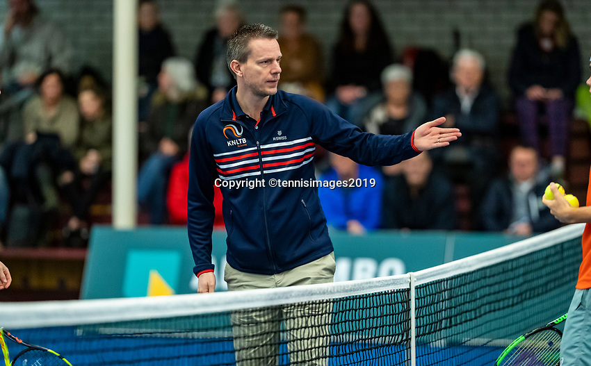 Alphen aan den Rijn, The Netherlands, 25 Januari 2019, ABNAMRO World Tennis Tournament, Supermatch, Final,  Umpire at the toss<br /> Photo: www.tennisimages.com/Henk Koster