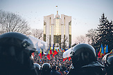 Pr&auml;sidentengeb&auml;ude im Hintergrund. Zehntausende demonstrieren gegen die neue Regierung in Chisinau, Republik Moldau. / <br />