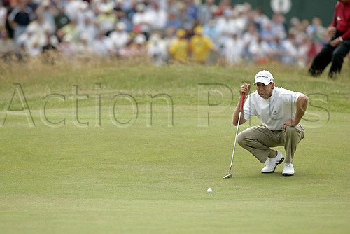 17 July 2005: South African golfer Retief Goosen (RSA) lining up a putt on the 1st green during the final round. Goosen shot a 2 over par 74 to be 7 under and finish in a tie for 5th place at the Open Championship, The Old Course at St Andrews, Scotland. Photo: Glyn Kirk/Actionplus...golf player 050717