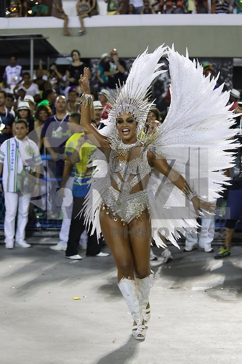 RIO DE JANEIRO, RJ, 17.02.2015 - CARNAVAL 2015 - RIO DE JANEIRO - GRUPO ESPECIAL / UNIDOS DA TIJUCA - Juliana Alves, rainha de bateria da escola de samba Unidos da Tijuca durante desfile do grupo especial do Carnaval do Rio de Janeiro, na madrugada desta terça-feira, 17. (Foto: Gustavo Serebrenick / Brazil Photo Press)