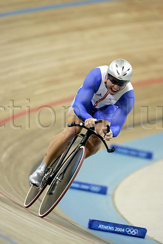 20 August 2004: British cyclist CRAIG MacLEAN (GBR) riding in the Men's 1 km time trial at the Olympic Velodrome during The 2004 Olympic Games in Athens, Greece. McLean came 7th in 1.02.369 Photo: Neil Tingle/Action Plus....040822 olympics cycling man