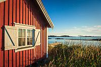 Fiskebod med utsikt på ut-Fredel i Stockholms utskärgård