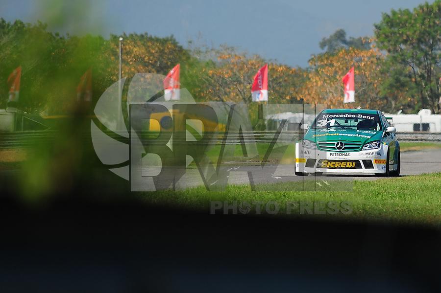RIO DE JANEIRO, RJ, 21 DE JULHO 2012 - MERCEDES-BENZ GRAND CHALLENGE - 4ª ETAPA - RIO DE JANEIRO - O piloto João Campos #31, vencedor da primeira corrida da 4ª etapa do Mercedes-Benz Grand Challenge, disputado no Autodromo Internacional Nelson Piquet, Jacarepagua, Rio de Janeiro, neste sábado, 21. FOTO BRUNO TURANO  BRAZIL PHOTO PRESS