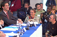 June 6 , 2002, Montreal, Quebec, Canada<br /> <br /> <br /> Andre Boisclair, Quebec Minister Municipal Affairs,<br /> Quebec Minister Environment joke with press photographers at  the closing  of the Montreal Summit<br />  (Le Sommet de Montr&raquo;al), June 6, 2002<br /> <br /> <br />  <br /> Mandatory Credit: Photo by Pierre Roussel- Images Distribution. (&copy;) Copyright 2002 by Pierre Roussel <br /> ON SPEC<br /> NOTE l Nikon D-1 jpeg opened with Qimage icc profile, saved in Adobe 1998 RGB.