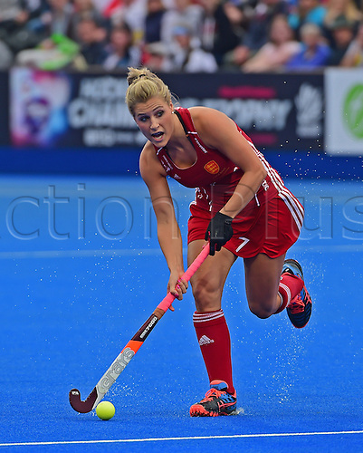 30.08.2015. Lea Valley, London, England. Unibet EuroHockey Championships Day 10. Gold Medal Final. England versus Netherlands. Georgie Twigg (ENG) looks to pass into the D