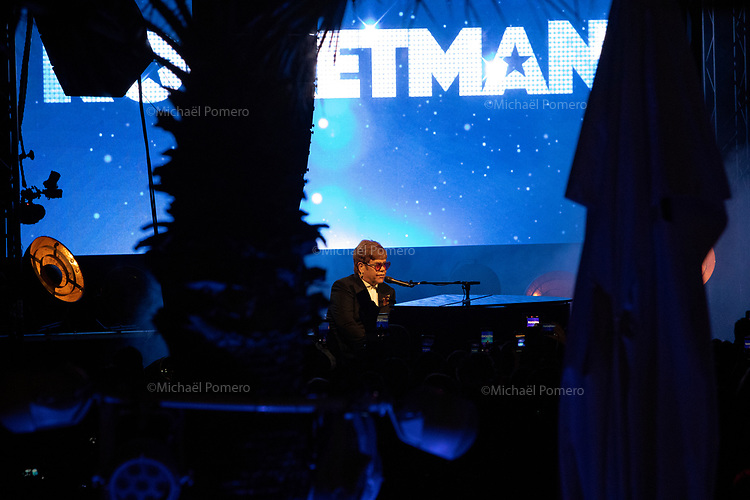 """16 Mai 2019 <br /> <br /> Elton John en concert sur la plage du Carlton pour la présentation de son film """" Rocketman """" <br /> Elton John in concert at the Carlton beach for the presentation of his movie """" Rocketman """"."""