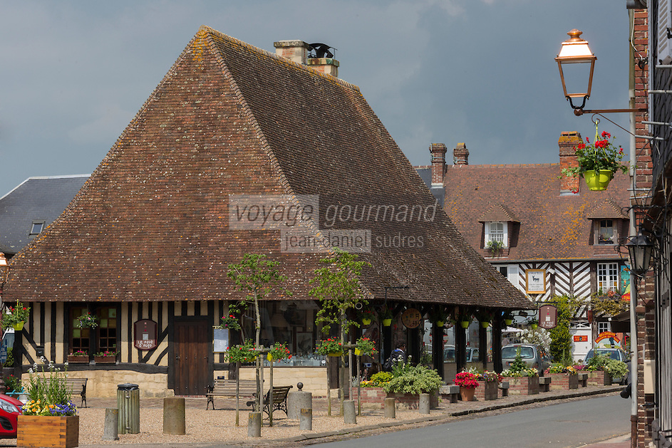 France, Calvados (14), Pays d' Auge, Beuvron-en-Auge, labellisé Les Plus Beaux Villages de France,  la halle // France, Calvados, Pays d'Auge, Beuvron en Auge, labelled Les Plus Beaux Villages de France (The Most Beautiful Villages of France), the hall