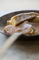 Europe/Italie/Trentin Haut-Adige/Dolomites/Alta Badia/ San Cassiano: Kaiserschmarrn Traditionnel   dessert d'Alta Badia- Recette de Norbert Niederkofler chef du Restaurant St Hubertus à l'Hotel Rosa Alpina