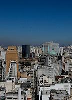 SAO PAULO, SP, 20 JULHO 2012 - VISTA DA CIDADE DE SAO PAULO - Vista do ceu limpo na regiao central da cidade de Sao Paulo, na tarde desta sexta-feira, 20. (FOTO: VANESSA CARVALHO / BRAZIL PHOTO PRESS).