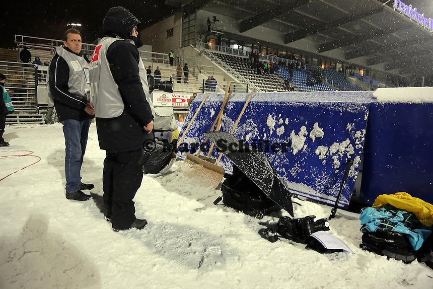 Winterliche Konditionen im Frankfurter Volksbank Stadion