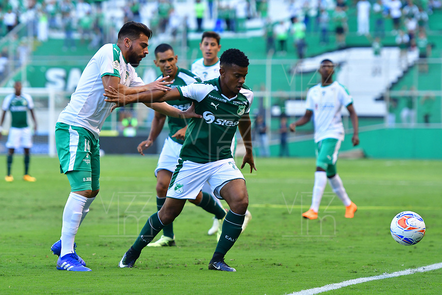 PALMASECA-COLOMBIA,09 -09-2018.Darwin Andrade (Der.) del Deportivo Cali disputa el balón con Oscar Bernal (Izq.) de Equidad durante partido por la fecha 9 de la Liga Águila II 2018 jugado en el estadio Deportivo Cali de la ciudad de Palmira./ Darwin Andrade (R) player of Deportivo Cali  fights for the ball withOscar Bernal (L) of Equidad during the match for the date 9 of the Aguila League II 2018 played at Alfonso Lopez  stadium in Palmaseca city. Photo: VizzorImage/ Nelson Rios / Contribuidor