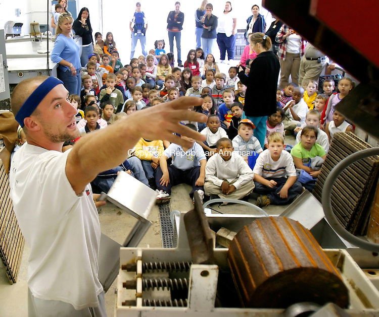 BETHLEHEM, CT. 28 September 2006--092806SV03--Ben March of March Farms shows students from Maloney Magent School in Waterbury an apple crushing machine during a tour of the farm in Bethlehem Thursday. The school had about 100 students touring the farm.<br /> Steven Valenti Republican-American