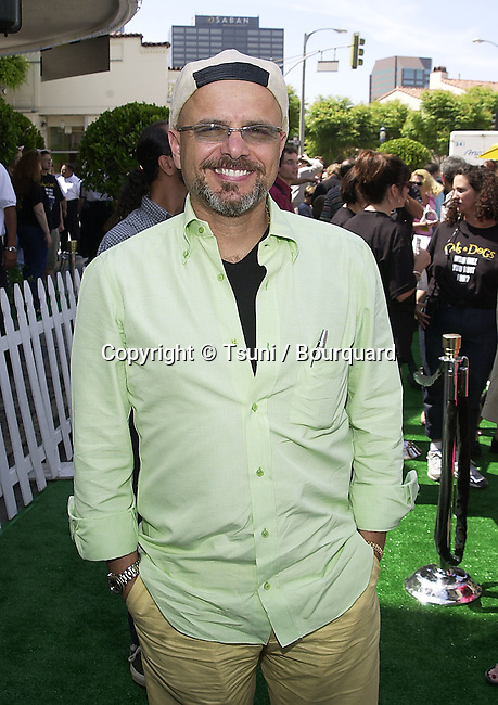 Joe Pantoliano arriving at the 1ere of Cats & Dogs, a life action and computer animation  at the Westwood Village in Los Angeles. June 23, 2001   © Tsuni          -            PantolianoJoe05.jpg