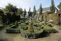 Zaanstad-   Buxustuin bij Zaanse Schans. Openluchtmuseum aan de Zaan.