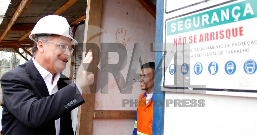 SÃO PAULO,SP,13 FEVEREIRO 2012 - GOVERNADOR VISTORIA OBRAS MONOTRILHO O governador Geraldo Alckmin vistoriou manhã desta  segunda-feira, 13, a construção da estação Oratório e do pátio Oratório, que fazem parte da extensão da Linha 2-Verde do Metrô em monotrilho.FOTO ALE VIANNA - NEWS FREE.