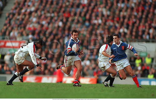 PHILIPPE SAINT-ANDRE with the ball England 31 v FRANCE 10, Twickenham 950204. Photo: Steve Bardens/Action Plus....1995.rugby union