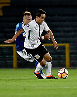 BOGOTA - COLOMBIA – 28 - 02 - 2018: Juan Guillermo Dominguez (Izq.) jugador de Millonarios (COL), disputan el balon con Jadson (Der.) jugador de Corinthians (BRA), durante partido entre Millonarios (COL) y Corinthians (BRA), de la fase de grupos, grupo 7, fecha 1 de la Copa Conmebol Libertadores 2018, en el estadio Nemesio Camacho El Campin, de la ciudad de Bogota. / Juan Guillermo Dominguez (L) player of Millonarios (COL), fights for the ball with Jadson (R) player of Corinthians (BRA), during a match between Millonarios (COL) and Corinthians (BRA), of the group stage, group 7, 1st date for the Conmebol Copa Libertadores 2018 in the Nemesio Camacho El Campin stadium in Bogota city. VizzorImage / Luis Ramirez / Staff.