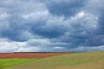 Europa, DEU, Deutschland, Hessen, Burgwald, Gemuenden (Wohra), Agrarlandschaft, Wolken, Feld, Acker, , Kategorien und Themen, Natur, Umwelt, Landschaft, Jahreszeiten, Stimmungen, Landschaftsfotografie, Landschaften, Landschaftsphoto, Landschaftsphotographie, Wetter, Himmel, Wolken, Wolkenkunde, Wetterbeobachtung, Wetterelemente, Wetterlage, Wetterkunde, Witterung, Witterungsbedingungen, Wettererscheinungen, Meteorologie, Bauernregeln, Wettervorhersage, Wolkenfotografie, Wetterphaenomene, Wolkenklassifikation, Wolkenbilder, Wolkenfoto....[Fuer die Nutzung gelten die jeweils gueltigen Allgemeinen Liefer-und Geschaeftsbedingungen. Nutzung nur gegen Verwendungsmeldung und Nachweis. Download der AGB unter http://www.image-box.com oder werden auf Anfrage zugesendet. Freigabe ist vorher erforderlich. Jede Nutzung des Fotos ist honorarpflichtig gemaess derzeit gueltiger MFM Liste - Kontakt, Uwe Schmid-Fotografie, Duisburg, Tel. (+49).2065.677997, archiv@image-box.com, www.image-box.com]