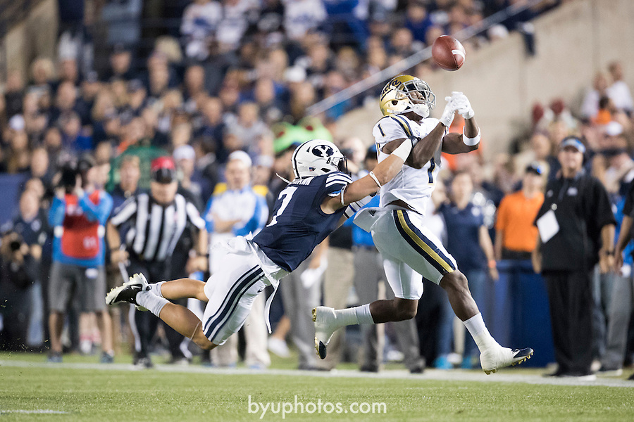 16FTB vs UCLA 0219<br /> <br /> 16FTB vs UCLA<br /> <br /> BYU Football vs UCLA<br /> <br /> BYU-14<br /> UCLA-17<br /> <br /> September 17, 2016<br /> <br /> Photo by Jaren Wilkey/BYU<br /> <br /> &copy; BYU PHOTO 2016<br /> All Rights Reserved<br /> photo@byu.edu  (801)422-7322