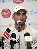 BOGOTA COLOMBIA-31-10-2013: Alejandro Falla tenista colombianos durante rueda de prensa en el Club El Comercio de Bogota, octubre 21 de 2013. Falla forma parte de los 19 jugadores entre los 150 mejores del mundo que estarán en el Seguros Bolivar Open de tenis, que se realizara en las canchas del Club Campestre El Rancho del 2 al 10 de noviembre de 2013. (Foto: VizzorImage Luis Ramirez / Staff.) Alejandro Falla Colombian tennis player during a news conference in Club El Comercio de Bogota, October 21, 2013. Falla is part of the 19 players among the 150 best in the world that will be in the Seguros Bolivar Open Tennis Championships, to be held in the courts of the Club Campestre El Rancho from 2 to November 10, 2013. (Photo VizzorImage Luis Ramirez / Staff.)