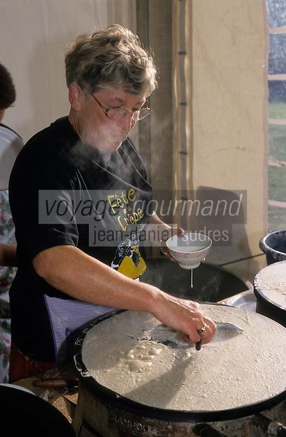 Europe/France/Bretagne/56/Morbihan/Gourin : Cuisson des crêpes lors de la fête de la crêpe [Non destiné à un usage publicitaire - Not intended for an advertising use]