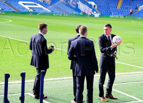21.02.2016. Stamford Bridge, London, England. Emirates FA Cup 5th Round. Chelsea versus Manchester City. Andre Marriner carries out pre match checks