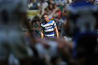 Jonathan Joseph of Bath Rugby watches a scrum. Aviva Premiership Final, between Bath Rugby and Saracens on May 30, 2015 at Twickenham Stadium in London, England. Photo by: Patrick Khachfe / Onside Images