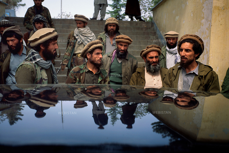 Afghanistan. Kabul. 1992. <br /> Commander Massoud exiting the Ministry of the Interior before being driven to the Kabul Hotel, where he will give  a press conference. <br /> <br /> Afghanistan. Kaboul. 1992. A la sortie du minist&egrave;re de l'Int&eacute;rieur, le commandant Massoud va &ecirc;tre conduit &agrave; l'h&ocirc;tel Kaboul o&ugrave; il donnera une conf&eacute;rence de presse.