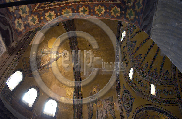Istanbul-Turkey - 07 April 2006---Mosaic of the Virgin and Child in the apse / dome of Ayasofya (Hagia Sofia Sophia) ---culture, religion, architecture---Photo: Horst Wagner / eup-images