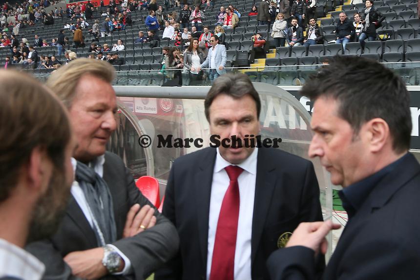 Vorstandsvorsitzender Heribert Bruchhagen (Eintracht) und Präsident Harald Strutz, Manager Christian Heidel (Mainz) begrüßen sich - Eintracht Frankfurt vs. 1. FSV Mainz 05