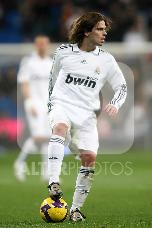 Real Madrid's Fernando Gago during La Liga match.January 25 2009. (ALTERPHOTOS/Acero).