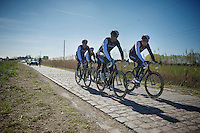 Team Trek Factory Racing with favorite Fabian Cancellara (CHE/TrekFactoryRacing) hidden between his teammates<br /> <br /> 2014 Paris - Roubaix reconnaissance