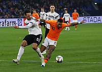 Mats Hummels (Deutschland Germany)4 gegen Memphis Depay (Niederlande) - 19.11.2018: Deutschland vs. Niederlande, 6. Spieltag UEFA Nations League Gruppe A, DISCLAIMER: DFB regulations prohibit any use of photographs as image sequences and/or quasi-video.