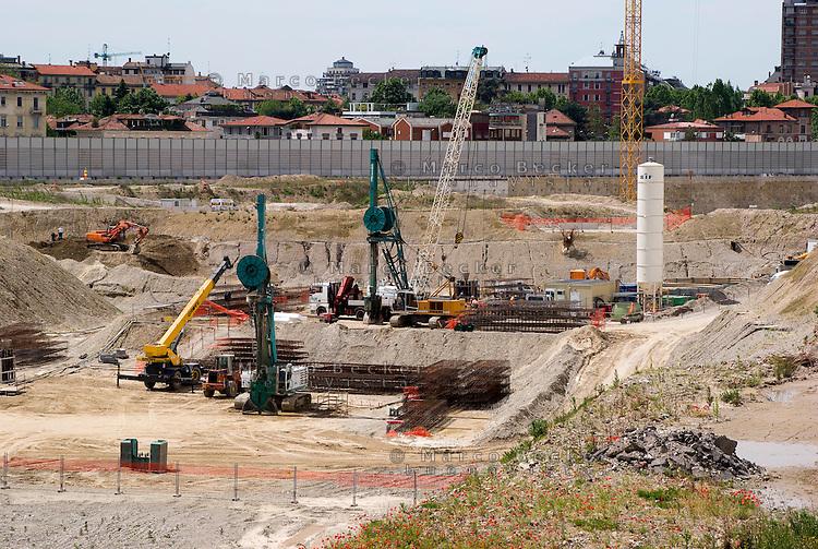 """milano, cantiere per la costruzione del nuovo quartiere citylife sull'area della fiera fieramilanocity --- milan, construction yard of the new """"Citylife"""" district on the area of the """"fieramilanocity"""" fair"""