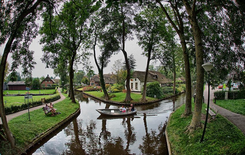 Nederland,Giethoorn, Overijssel, 05-09-2014.<br /> Natuur reservaat , natuurgebied, Giethoorn, ook wel bekend als het Venetië van het Noorden. watersport, recreatie, <br /> foto Michael Kooren/Hollandse Hoogte